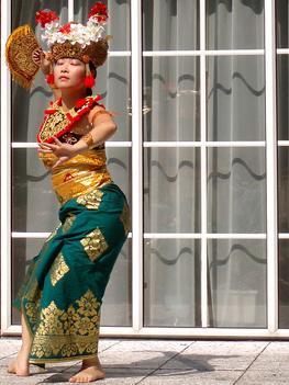 Танец в Индонезии - как ритуал