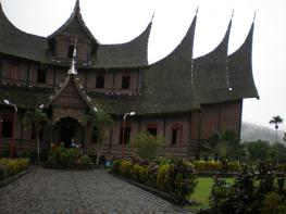 Индонезия: Архитектура островов