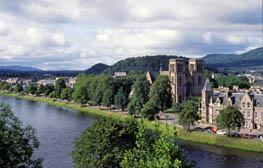 Инвернесс -  небольшой городок в 260 км к северу от Эдинбурга