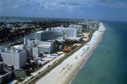 Майaми Бич - пригород Майами, соединенный с основным городом дамбой