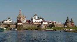 Соловецкий монастырь - находится на самом большом из островов