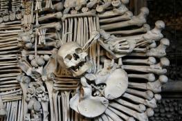 Комната из костей в Чехии - Костница Кутна Гора