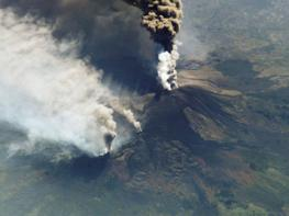 Этна - действующий вулкан на острове Сицилия
