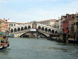 Мост Риальто - Ponte di Rialto - установлен на 12000 сваях