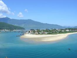 Дананг - находится в центре страны