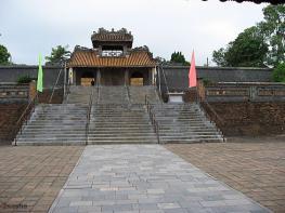 Хюэ: гробницы императоров