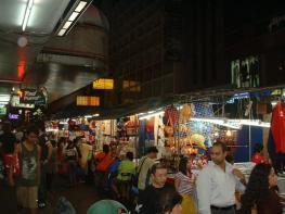 Ночной рынок на улице Патпонг