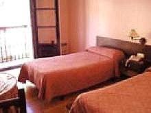 Отель Hostal Gurea