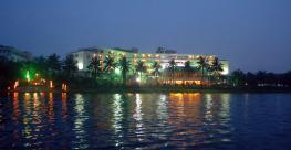 Отель Century Riverside