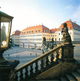 Отель Taschenbergpalais Kempenski