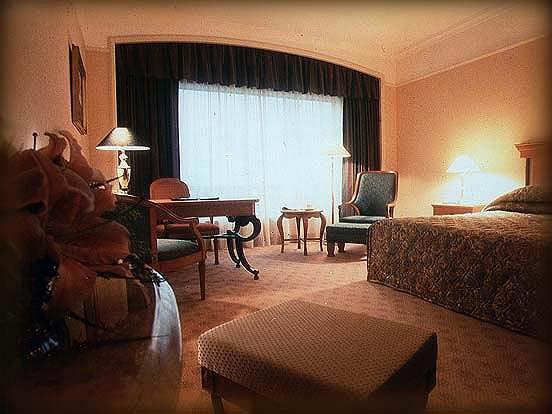 Фото Renaissance New World отель