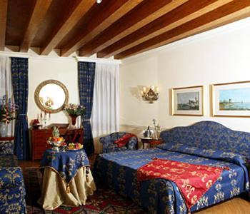 Венеция Отель Torre dell Orologio Suites - фото