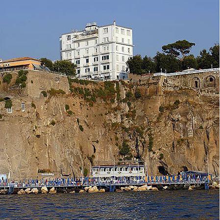 Сорренто Отель Mediterraneo - фото