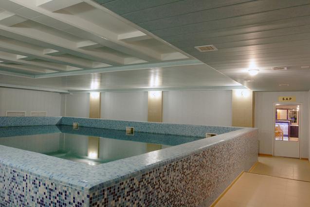 Бассейн в отеле Саммит - отели Золотого кольца