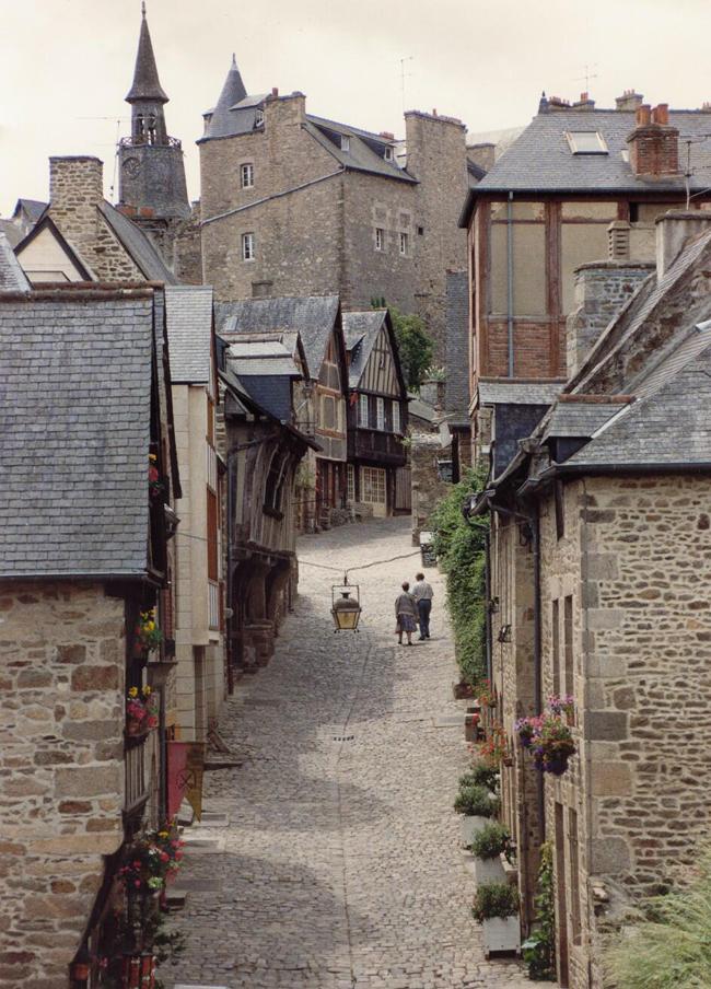Небольшой городок Франции - Динан (Dinan)