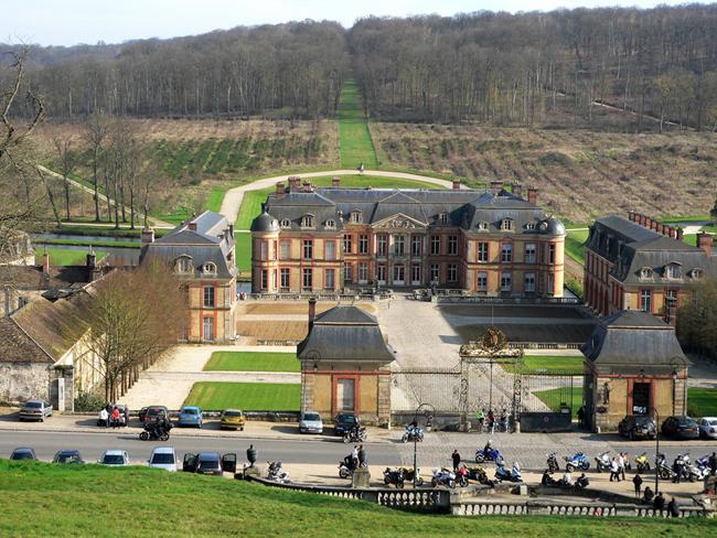 Франция - Дворец Дампьер - (Le chateau de Dampierre ) - фото