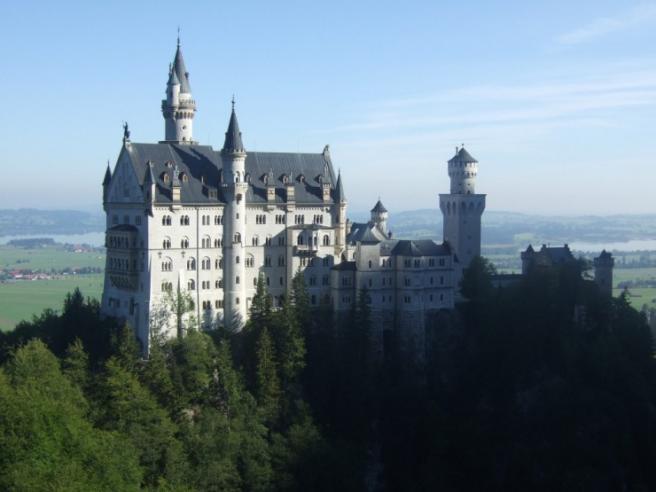 Schloss Neuschwanstein - замок в горах баварии