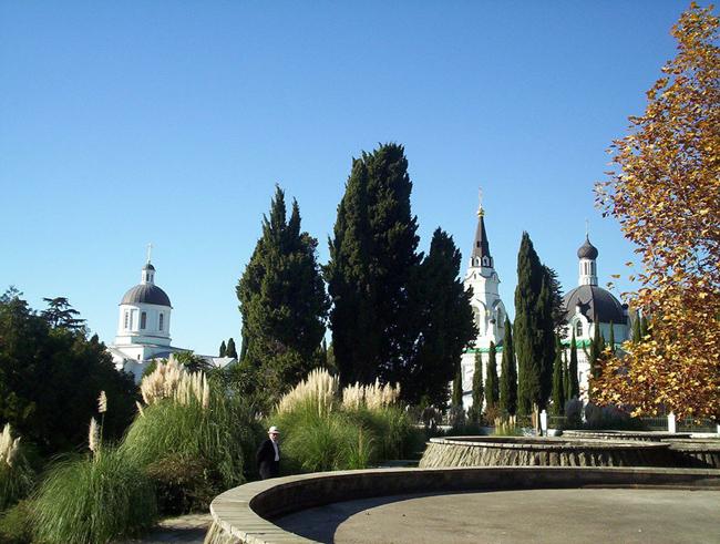 Церковь в Сочи - фото