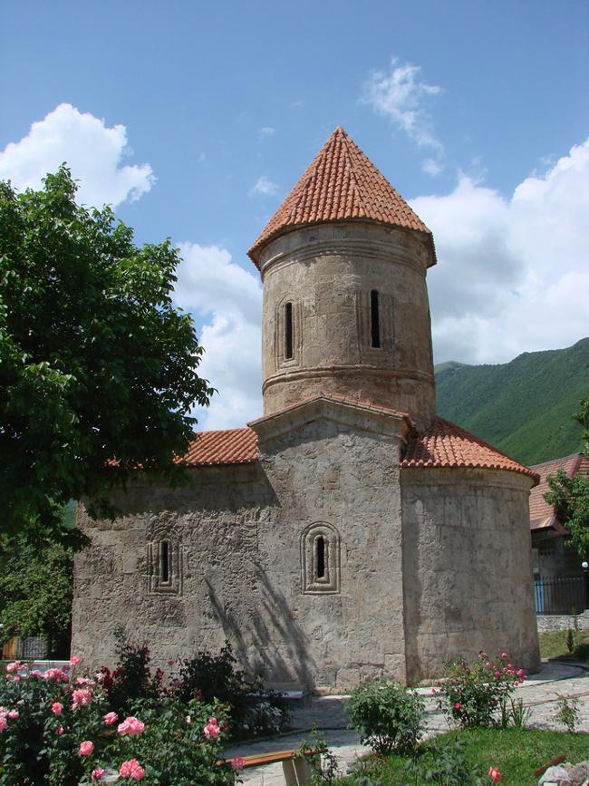 Древний албанский храм