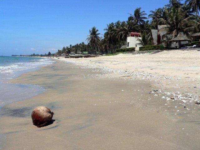 Курорт Фантхиет - пляж - фото
