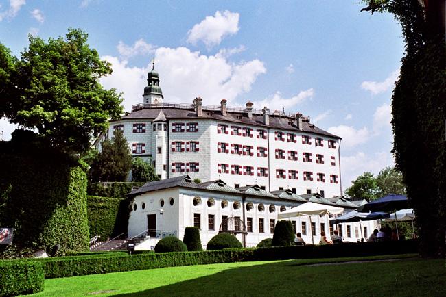 Замок Амбрас - фото