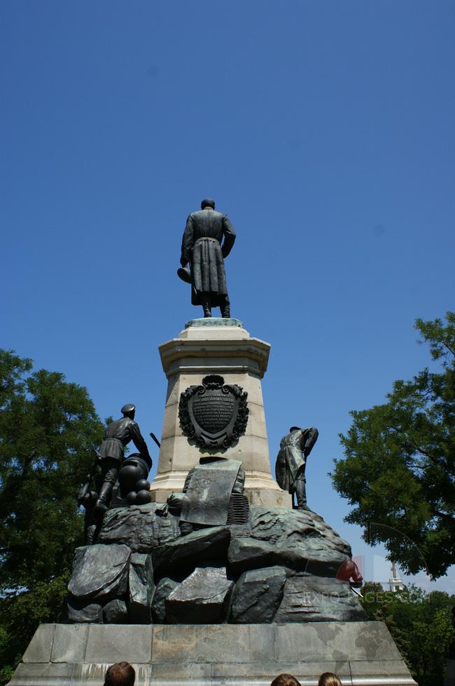 Памятники в Севастополе