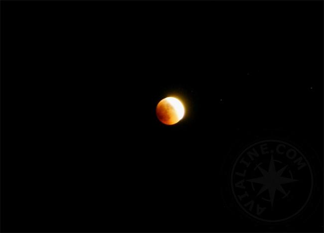 Лунное затмение над морем - лето 2011