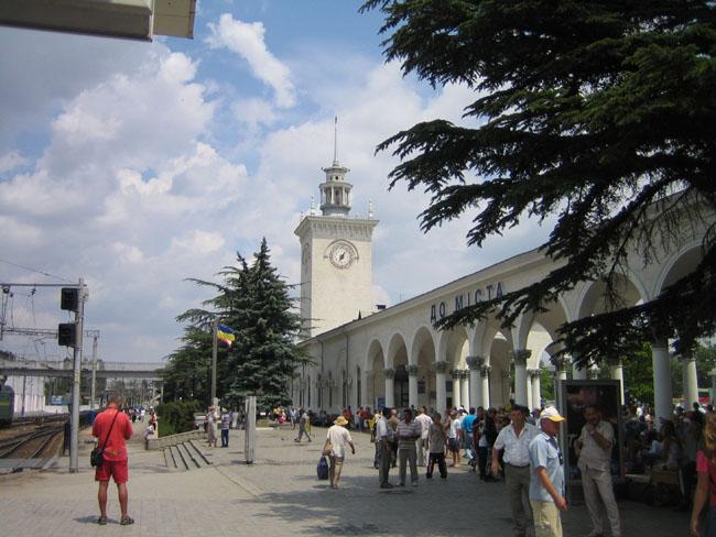 Симферополь - выход в город с железнодорожного вокзала