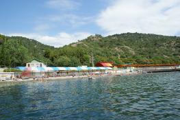 Пляж недалеко от Алушты