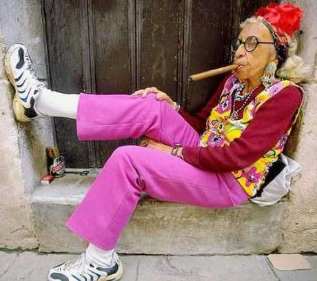Моднявая кубинская бабуля :)