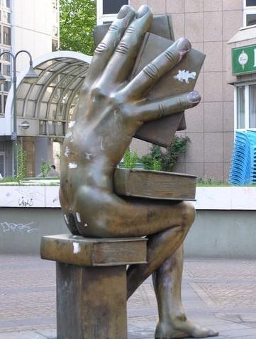 Интересная скульптура :)