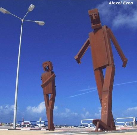 Необычные памятники :)