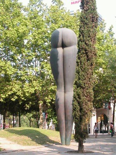 Вот такие статуи встречают туристы :)