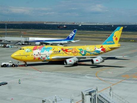 Если бы так все авиакомпании самолеты разукрасили, летать было бы веселей :)