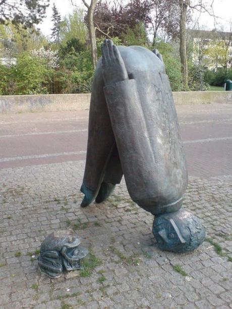 Прикольная скульптура :)