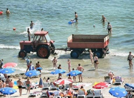 Обычная уборка пляжа :)