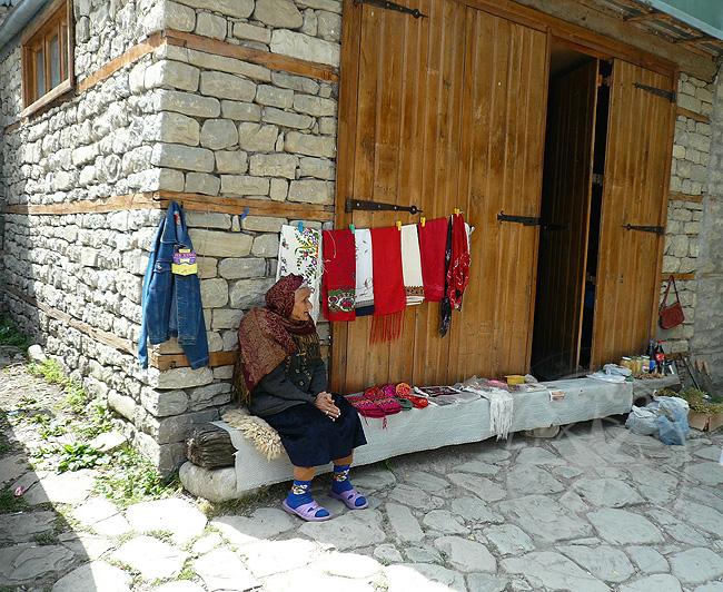 Старушка - азербайджанка - поселки
