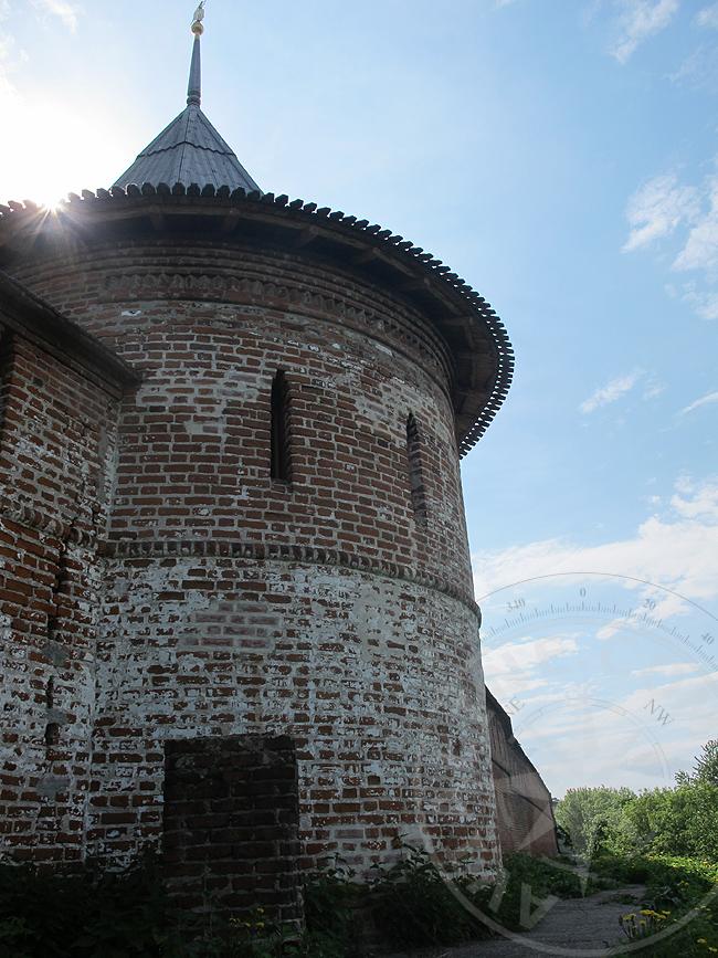 Стены и башни Печорского монастыря