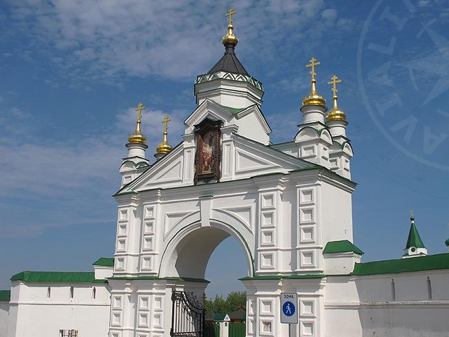 Ворота Печорского монастыря