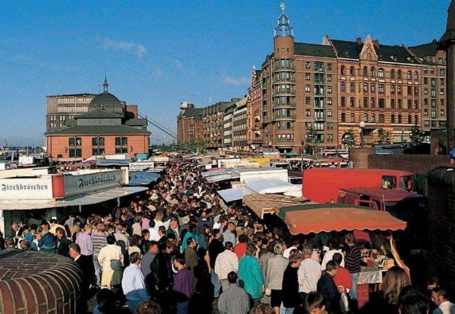 Рыбный рынок (Fischmarkt) на набережной Эльбы