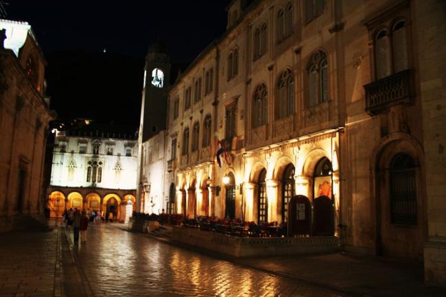 Дубровник, ночью, фото flickr.com
