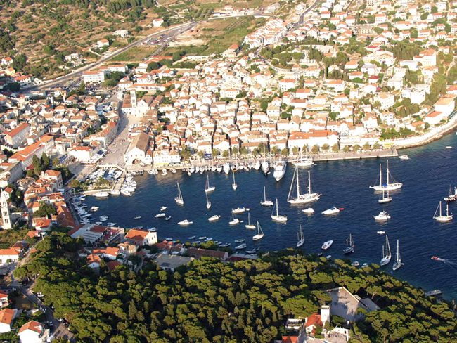 Остров Хвар, фото Хорватии, порт