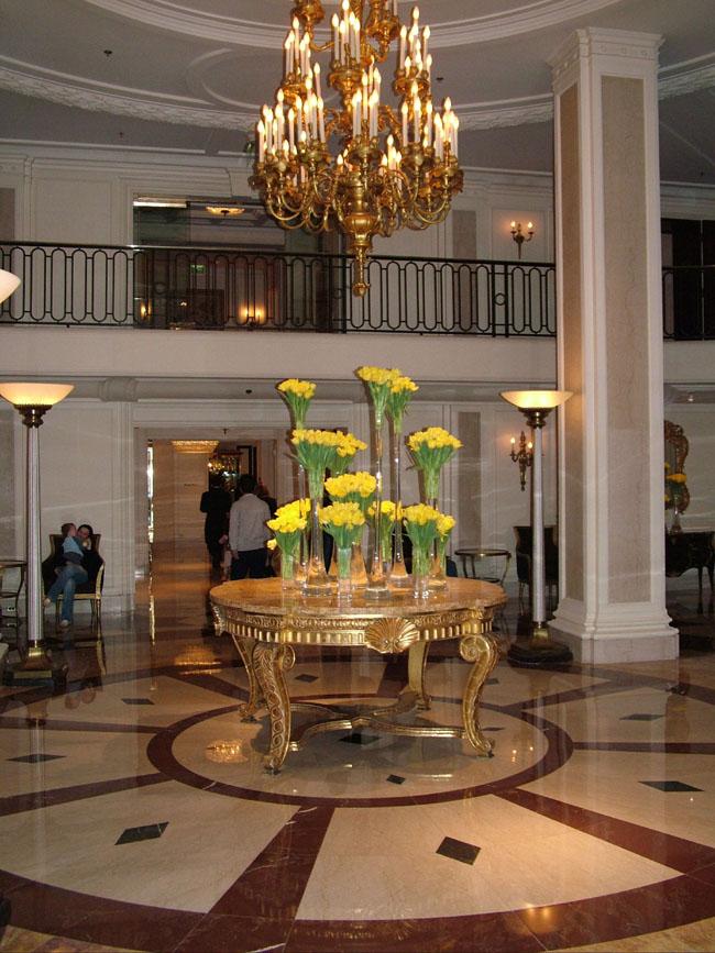 BEVERLY WILSHIRE HOTEL холл первого корпуса (был показан в фильме