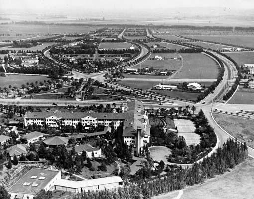 Отель Beverly Hills.  Вид на город Беверли Хиллз фото 1921 года