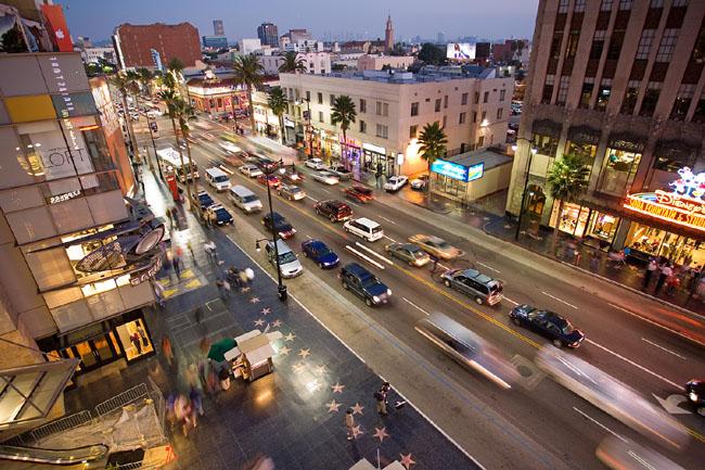 Голливуд - Бульвар Голливуд ночью.