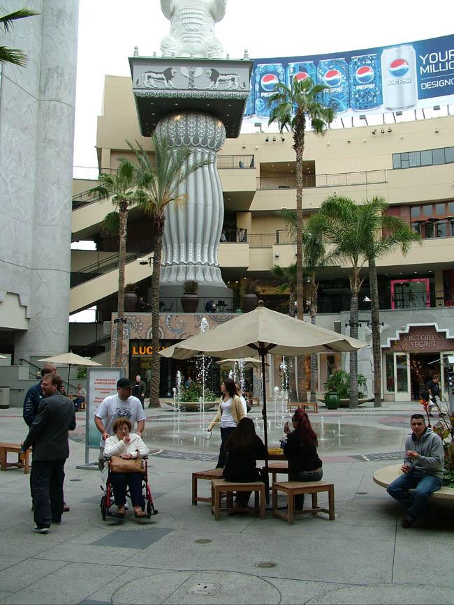 Голливуд - Бульвар Голливуд - Кодак Театр. Внутренний дворик.