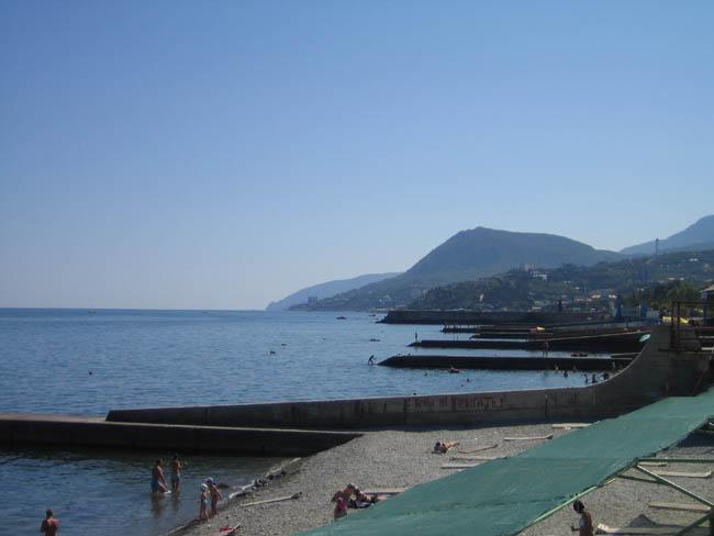 Алушта - вид на пляжи санаториев и пансионатов