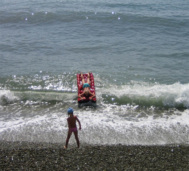 Алушта - Крым - развлечения на море - катание на волне