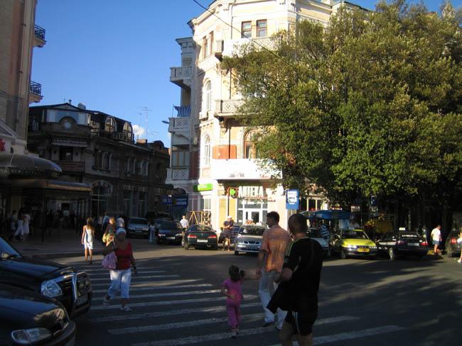 Крым - Ялта - фото - выход в город с набережной