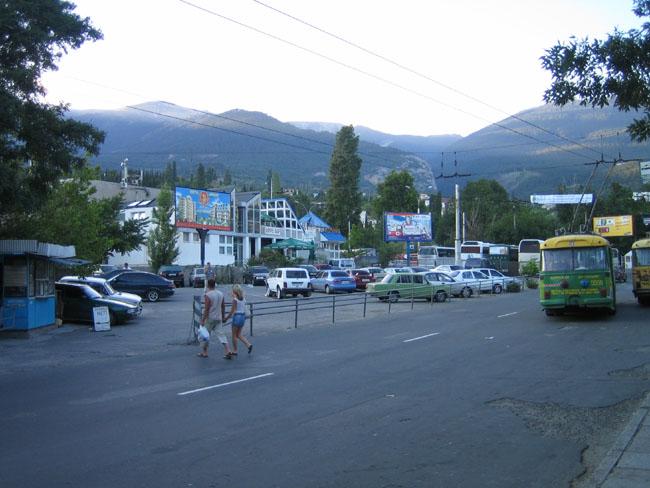 Ялта - вид города возле автовокзала
